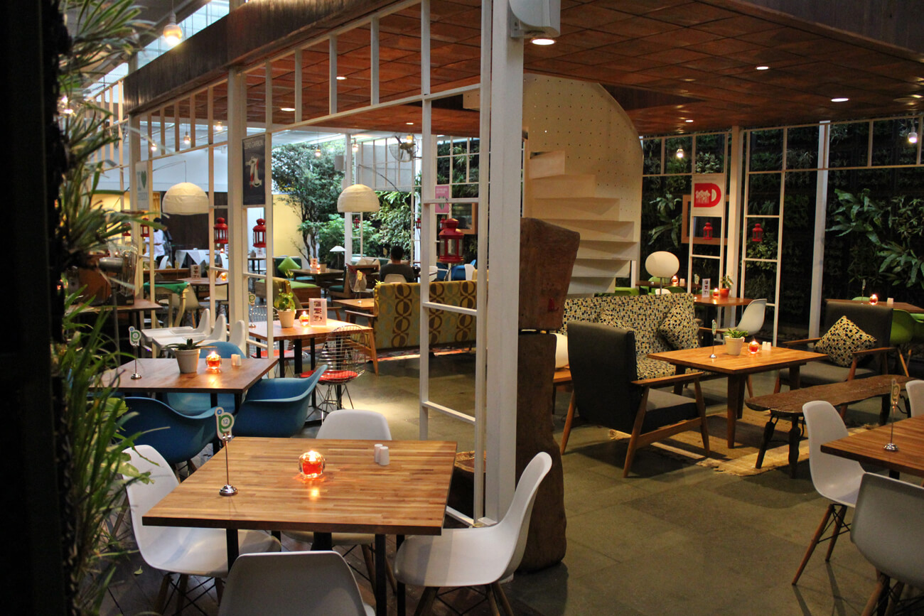 Advantages of Buying Wholesale Restaurant Furniture